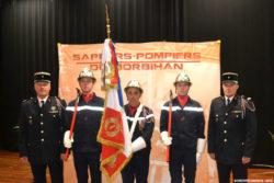 Les chefs de centre et la garde au drapeau