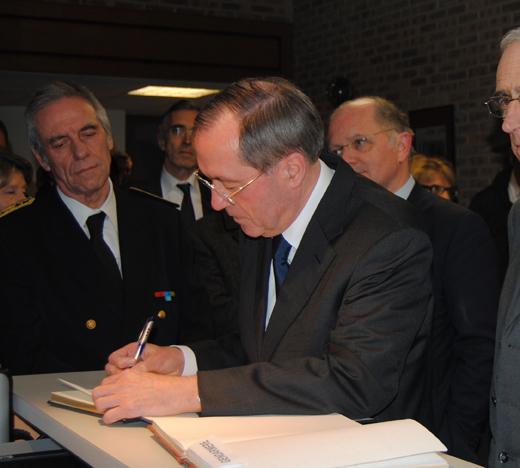Hommage du ministre de l int rieur au corps d partemental for Ministre interieur 2000