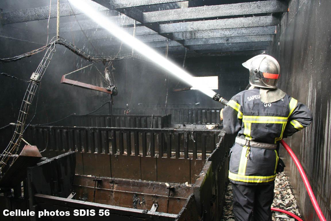 feu-dexploitation-agricole-arzal-le-31-03-08-6.jpg