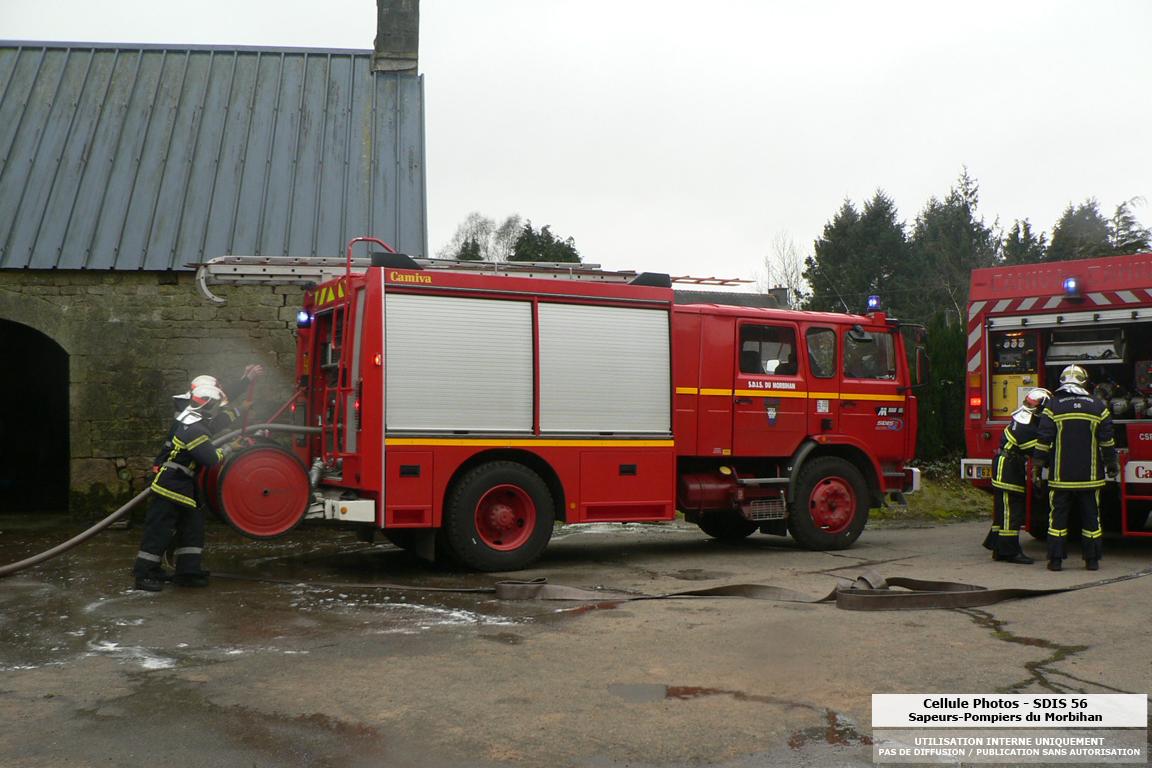 feu-dexploitation-agricole-priziac-le-21-02-10-3.jpg